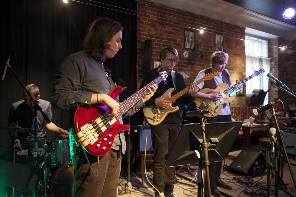 BLUES: Johannes Laas – kitarr Jaanis Kill – kitarr Karl Tammaru – basskitarr Kaarel Adamson – trummid / 1.11.2014 @TJC / foto: Krista Palm